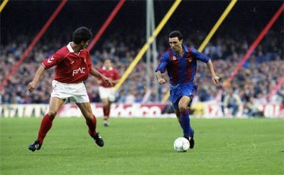 Hristo Stoichkov running with the ball